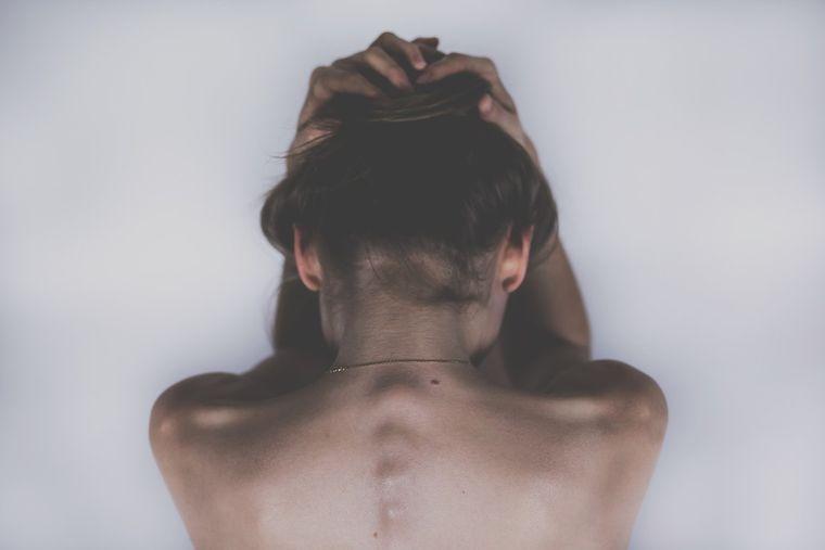 Simptome ale cancerului care sunt adesea ignorate. Se confunda cu dureri banale