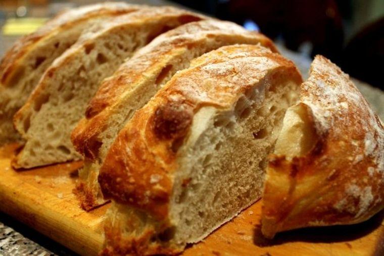 Pâine tradiţională cu maia. Reţetă sănătoasă pe care o poţi prepara acasă