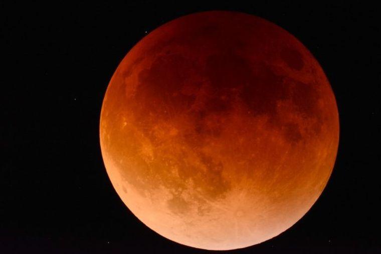 HOROSCOP 21 ianuarie Prof. Radu Ștefănescu - eclipsa totală de Lună aduce schimbari pentru ZODII