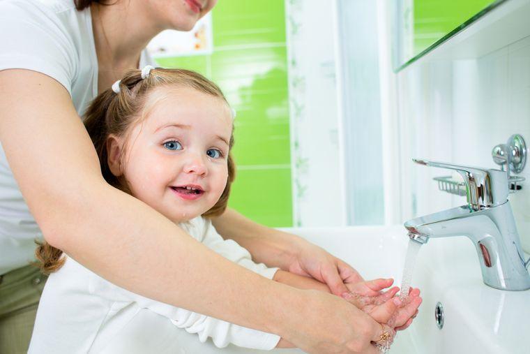 Gripă face ravagii. Iată cum îți poți proteja copiii, dacă nu au fost vaccinați