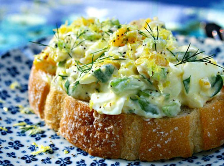 Salată de ouă și mărar. Gustul dumnezeiesc pe care nu il poti uita