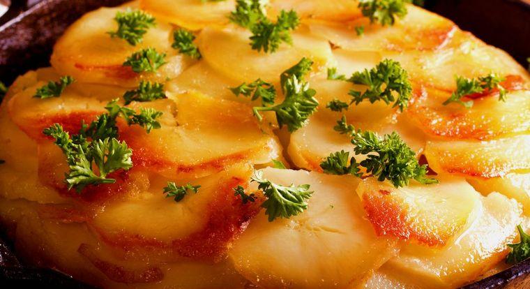 Tartă de cartofi la tigaie, rapidă si delicioasă