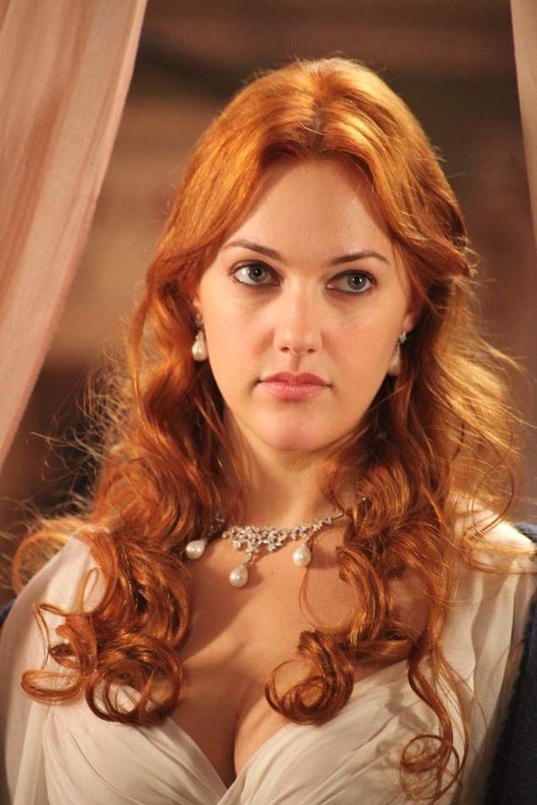 Îţi mai aduci aminte de sultana Hurrem? E de nerecunoscut la 35 de ani! Cum arată acum
