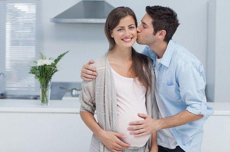 Sindromul Couvade: De ce simte un tată că este însărcinat