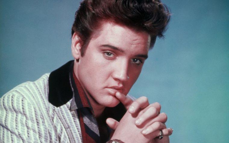 Elvis Presley ar fi fost mandru de nepotul lui! Seamana izbitor cu bunicul lui, Regele Rock 'n' Roll-ului