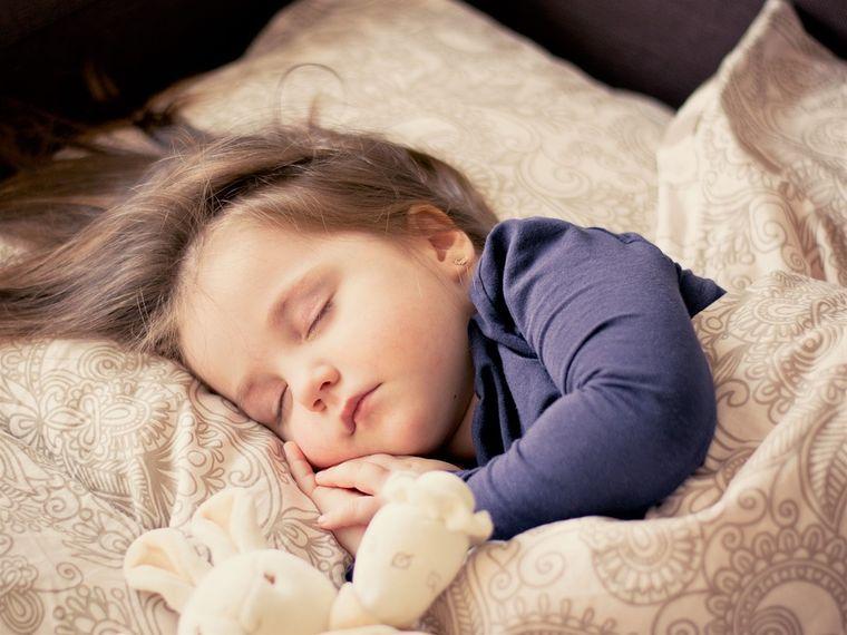 De ce nu ar trebui sa iti lasi copilul sa doarma cu usa deschisa