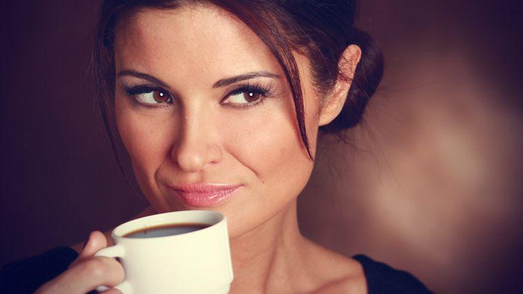 """Cum foloseşti zaţul de cafea în """"războiul"""" cu celulita. Rezultatele pot fi uimitoare"""