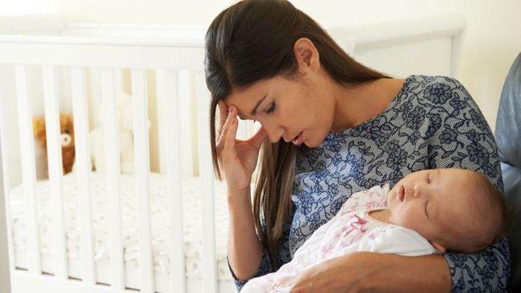 Studiu: Cezariana neprogramata duce la depresie postnatala