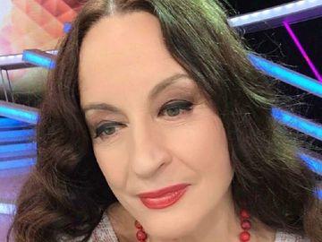 """VESTEA care i-a lăsat pe toţi în lacrimi! Maria Dragomiroiu: """"A facut CIROZĂ HEPATICĂ din cauza medicamentelor"""" Indragita cantareata de muzica populara, devastată"""