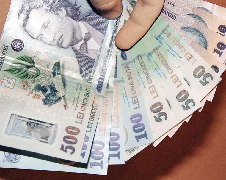 Statul dă bani românilor care au conturi în bănci. Cum poți accesa sumele importante
