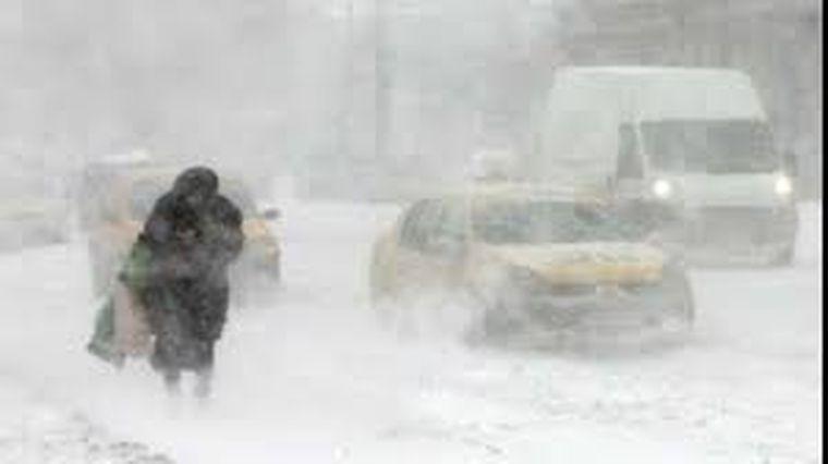 ALERTĂ ANM, a fost emis COD GALBEN de vânt puternic până luni la prânz. Va ninge viscolit duminică noapte