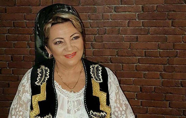O cunoscută cântăreață de muzică populară, rănită grav într-un accident rutier
