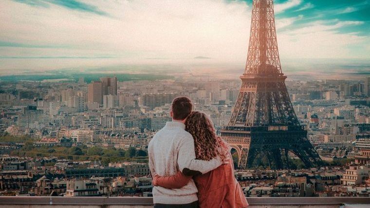 O româncă a murit la Paris, chiar înainte de a fi cerută de soție. Şi-a dat ultima suflare în faţa bărbatului care îşi dorea să o ducă în faţa altarului
