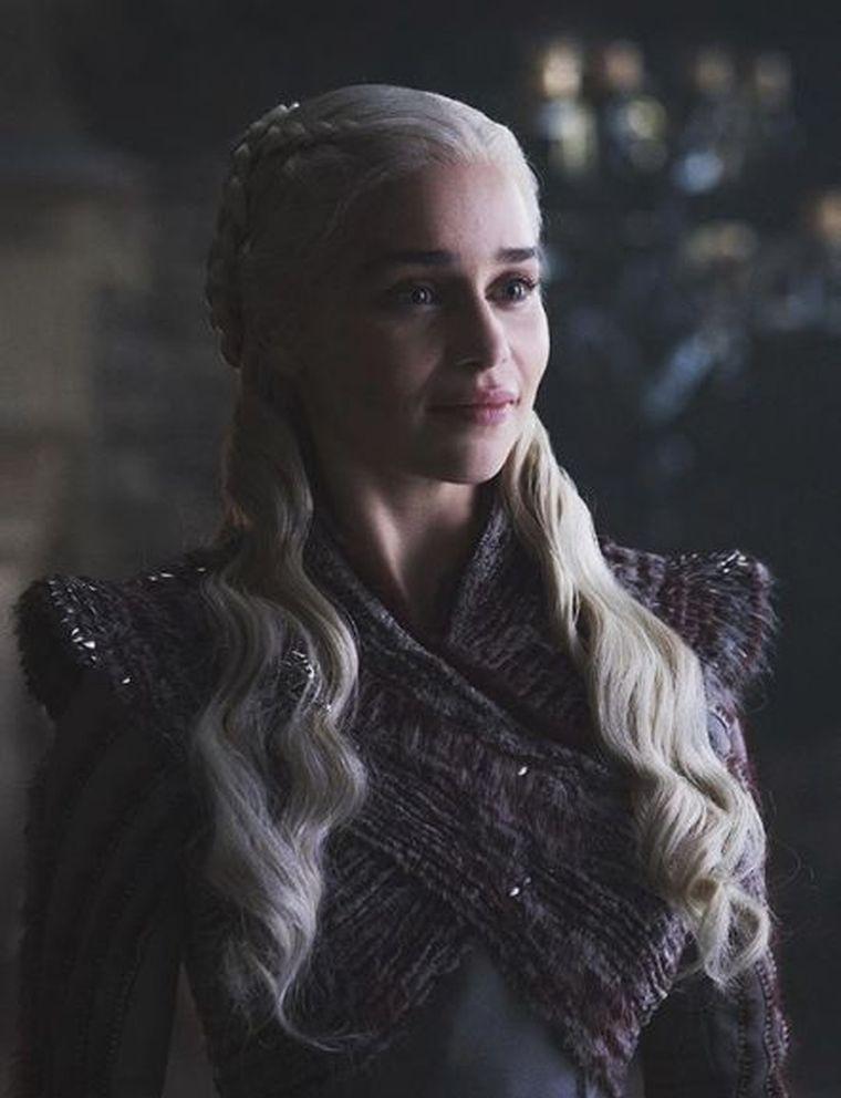 """Imagini dureroase cu Emilia Clarke, actriţa din """"Game of Thrones"""", pe patul de spital! A suferit un anevrism cerebral"""