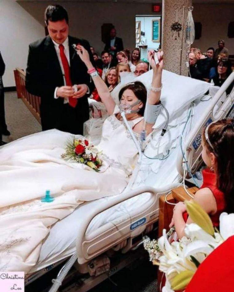 Cea mai frumoasă tristă nuntă din istorie. S-au căsătorit pe patul de spital apoi, după 18 ore, mireasa a murit!