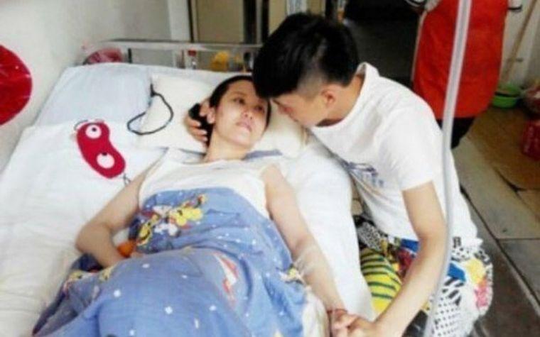 O femeie s-a trezit după 70 de zile de comă! Prima întrebare pe care i-a pus-o iubitului a șocat pe toată lumea