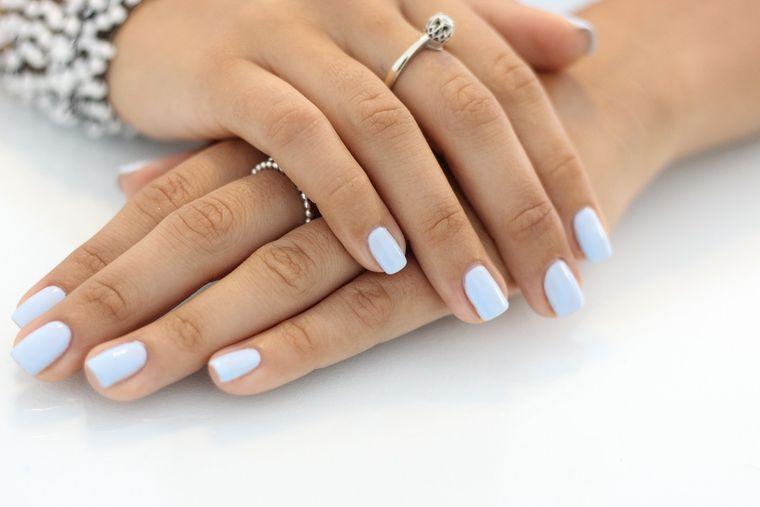 Cu Base One UV manichiura îngrijită se transformă din necesitate în plăcere