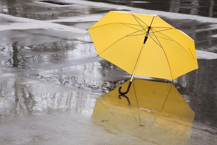 Cod galben de ploi torenţiale, vijelii şi grindină pentru 12 județe! Care sunt zonele vizate
