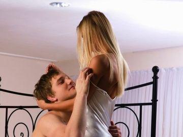 A făcut AMOR pasional cu iubitul ei şi a ajuns la urgenţe! La scurt timp, fata A MURIT în chinuri groaznice, după un joc erotic nevinovat. ATENŢIE! 9 din 10 femei au incercat asta macar o data
