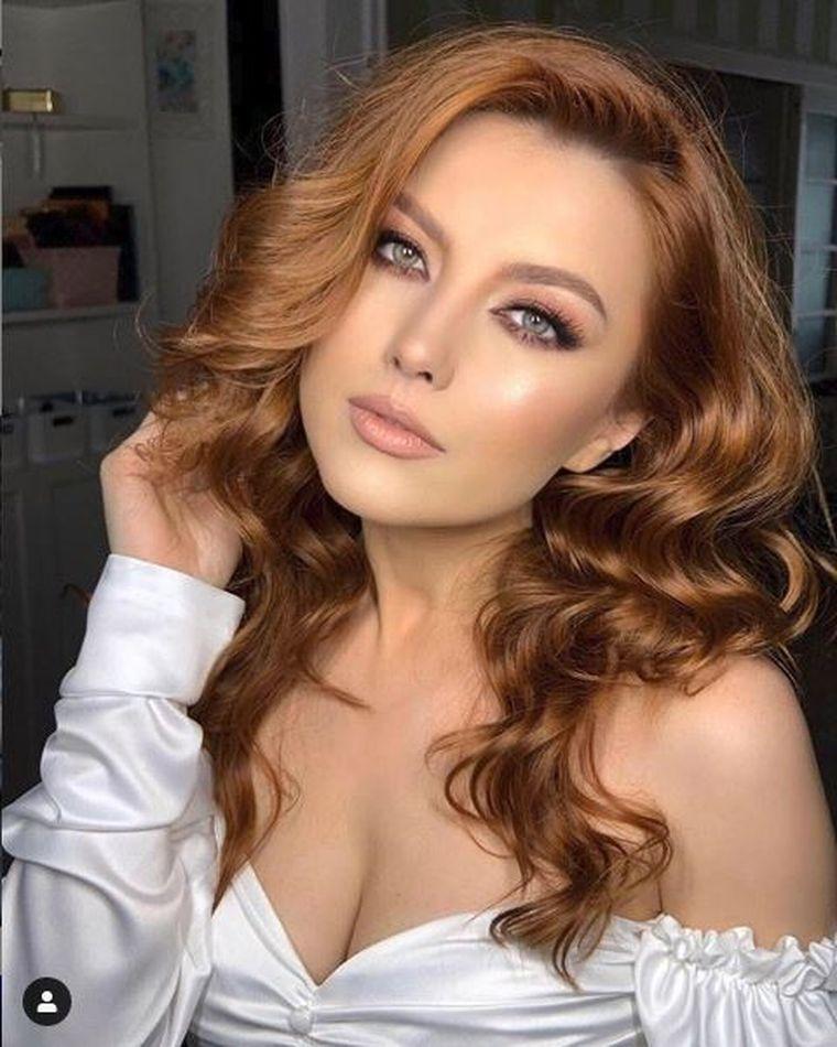 """Elena Gheorghe, ţinute de senzaţie la primul ei concert de la Sala Palatului! Uite ce vestimentaţie spectaculoasă şi-a pregătit artista! """"Abia aştept să le port"""""""