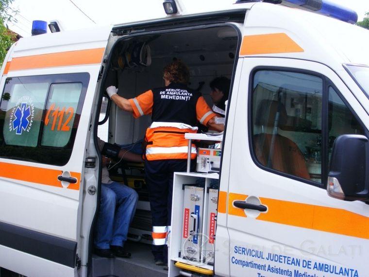 Soția unui preot a murit după ce s-a aruncat din ambulanţa cu care era dusă la spital