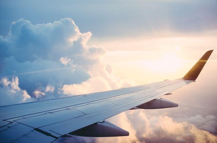 O femeie de 58 de ani a murit într-un avion