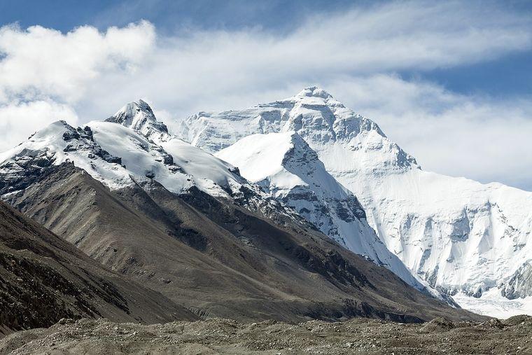 Un alpinist a murit pe Everest după ce a ajuns în vârf