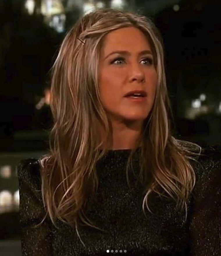 Are 50 de ani, dar arată mai bine decât multe tinere de 20! Jennifer Aniston a mărturisit cu ce îşi tratează ridurile! Foloseşte o cremă care costă doar 5 lei