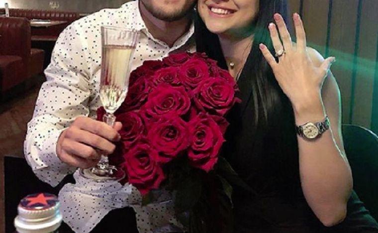 Nuntă în showbiz! Un celebru jucător român se căsătorește! Viitoarea mireasă le-a arătat tuturor inelul