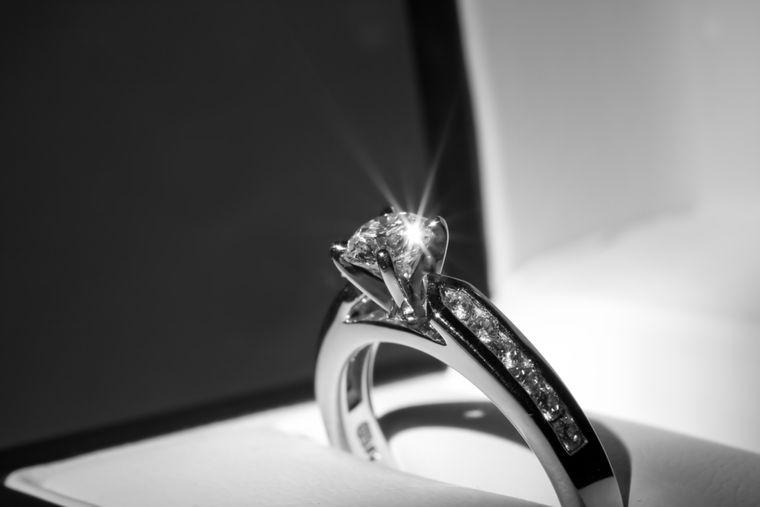 La ce aspecte să fii atent atunci când cumperi un inel de logodnă cu diamant