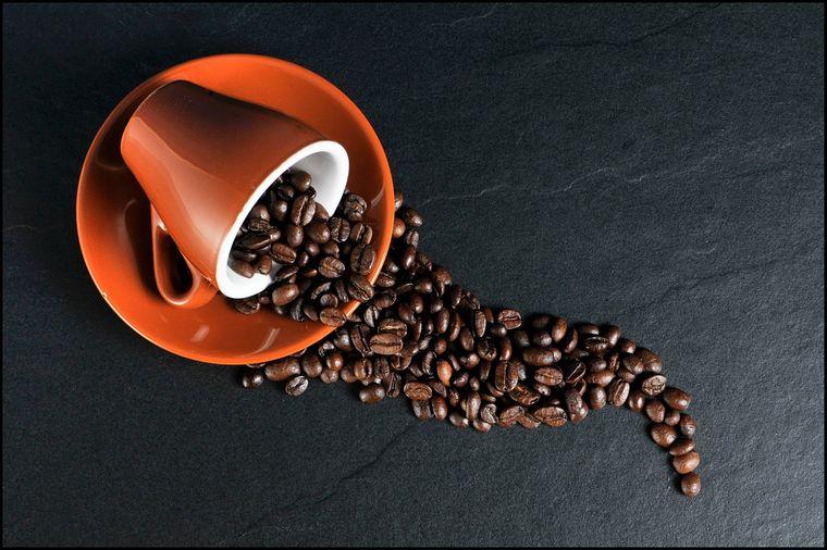 Masca de față cu cafea te scapă de cearcăne