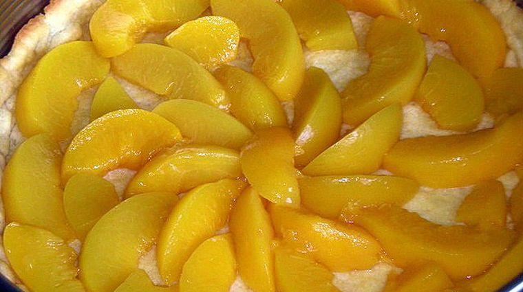REŢETĂ Cum să prepari o tartă delicioasă cu piersici sau caise! Se face incredibil de repede