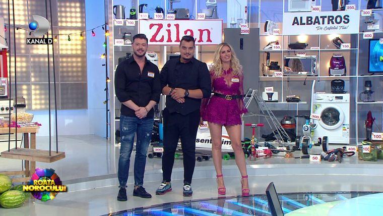 """Victor Slav, împreuna cu Andreea Banică! Vedetele, echipă de şoc în ediţia de duminică a show-ului """"Roata Norocului"""""""