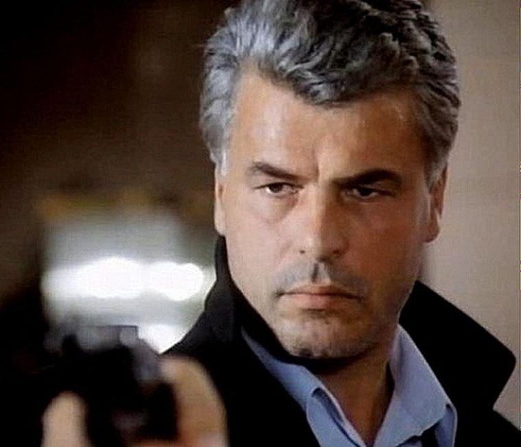 Îl mai ții minte pe comisarul Corrado Cattani din serialul Caracatița? Uite cum arată acum