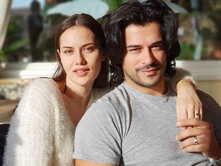 Cum arată soția lui Burak Ozcivit, turcul care a isterizat fanele din România? Când toată lumea îi dădea divorțați, cei doi au devenit părinți