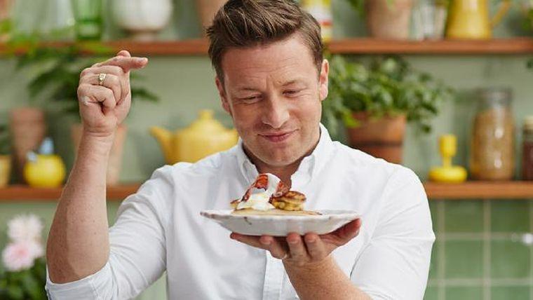 Rețeta de Tartă Tatin a la Jamie Oliver. Desertul cu mere este celebru în întreaga lume