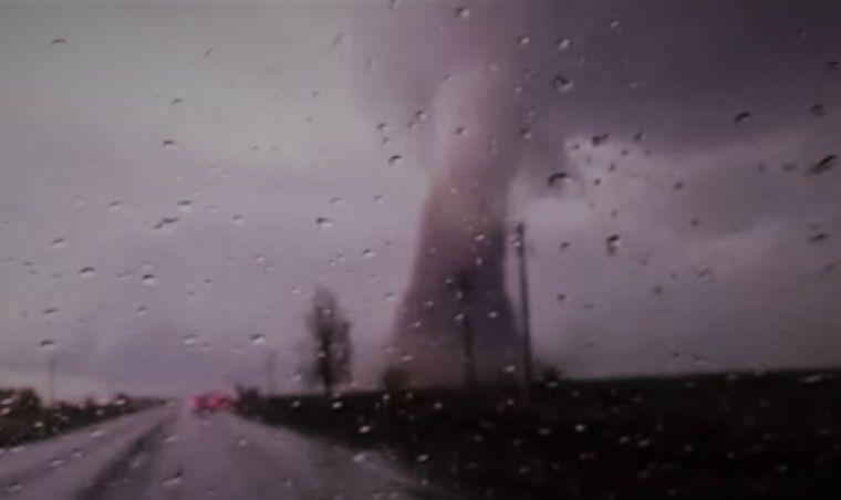 VIDEO terifiant. O nouă TORNADĂ în România! Imagini incredibile