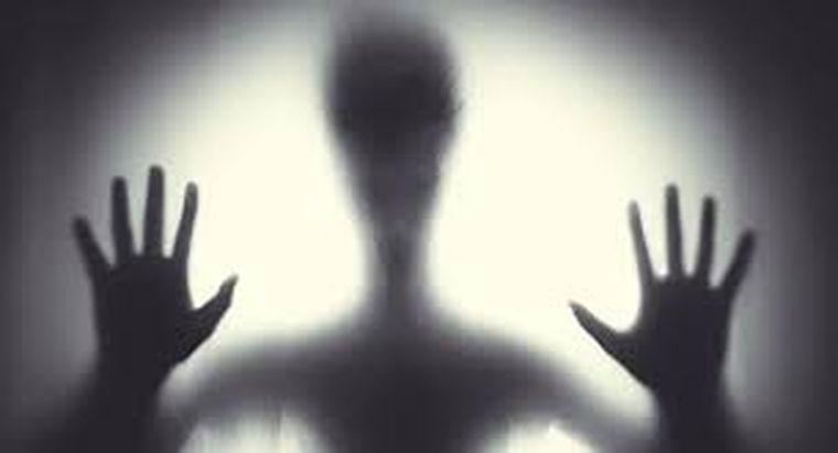 Semne care îţi arată că ai în casă spiritul unui om mort. Trebuie să ai mare grijă!