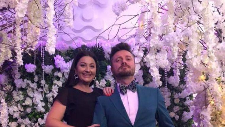 """Gabriela Cristea, desființată după nunta Adelinei Pestrițu! Raluca Bădulescu i-a criticat dur ținuta! La fel și atitudinea lui Tavi! """"Arată ca un clovn"""" VIDEO EXCLUSIV"""