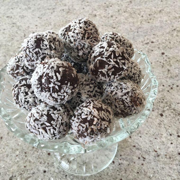 Biluțe de biscuiți cu vișine. Desertul copilăriei în doi timpi și trei mișcări