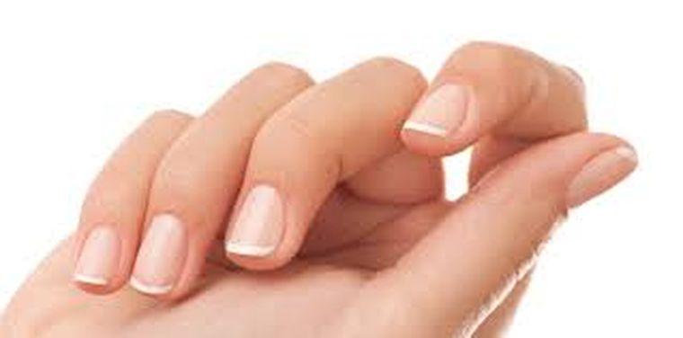 Secrete: Unghii perfecte pentru timp îndelungat! Care sunt cele cinci trucuri care îți arată mâna perfecta