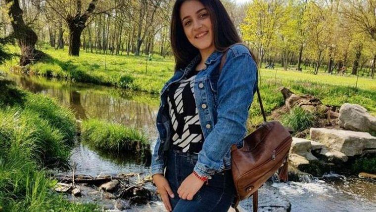 Luiza Melencu, văzută mâncând îngheţată într-un parc?