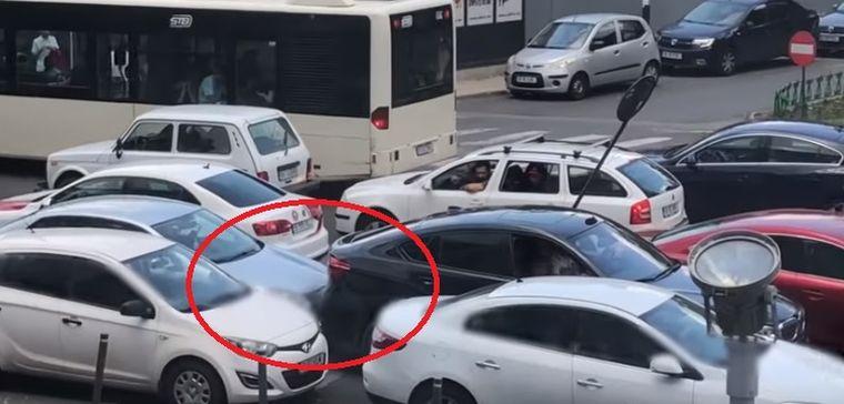 Incredibil! Ce a putut să facă un șofer în trafic, pe o arteră principală din București. Totul a fost filmat