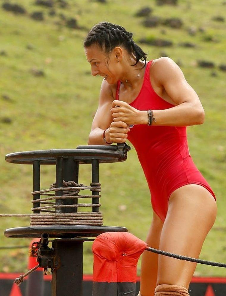 Cristina Nedelcu de la Exatlon, ipostaze fierbinți în costum de baie! FOTO