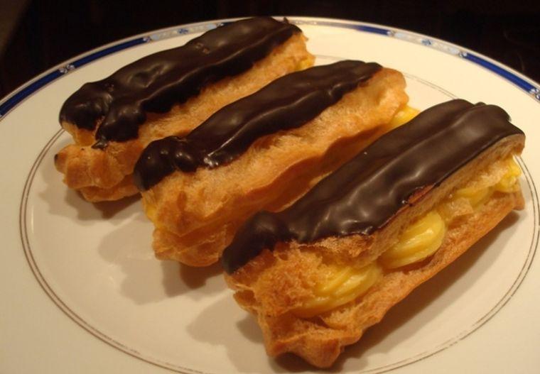 Rețeta zilei: eclere. Cum se gătesc cele mai delicioase prăjituri, în doar câțiva pași