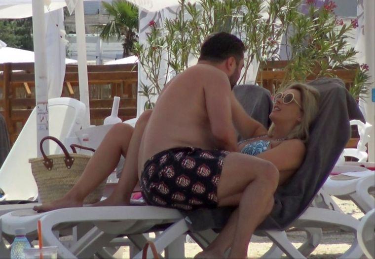 Imagini exclusive cu Diana Dumitrescu, la plajă, însărcinată în luna a opta! Uite cum arată frumoasa blondă! VIDEO EXCLUSIV!