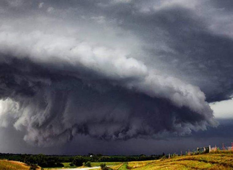 ALERTĂ! După caniculă, vine prăpădul! COD GALBEN de furtuni și ploi în aproape toată țara! HARTA zonelor afectate