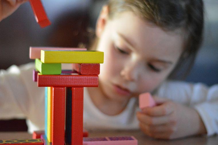 5 jocuri care dezvoltă memoria copilului