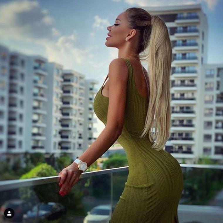 Bianca Drăguşanu a vrut să fie sexy, dar uite ce semn urât s-a văzut pe sânul ei! Nu credeai că tocmai ei i se poate întâmpla aşa ceva!