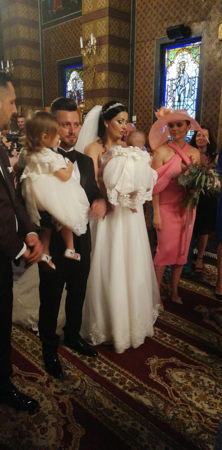 O fotografie cât 1000 de cuvinte! Cum au fost surprinși Gabriela Cristea și Tavi Clonda chiar în fața altarului!